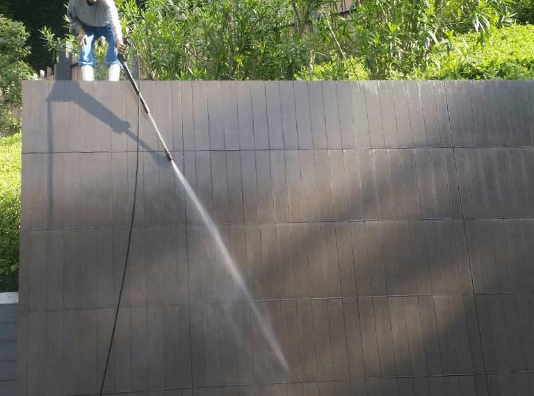 高圧洗浄の様子:塀